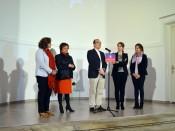Carlos Lafuente habla sobre la exposición y las artistas.